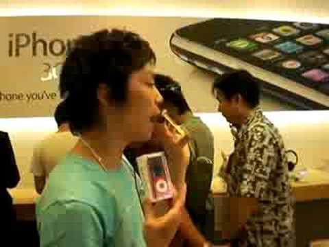 new i-pod nano in apple store tokyo
