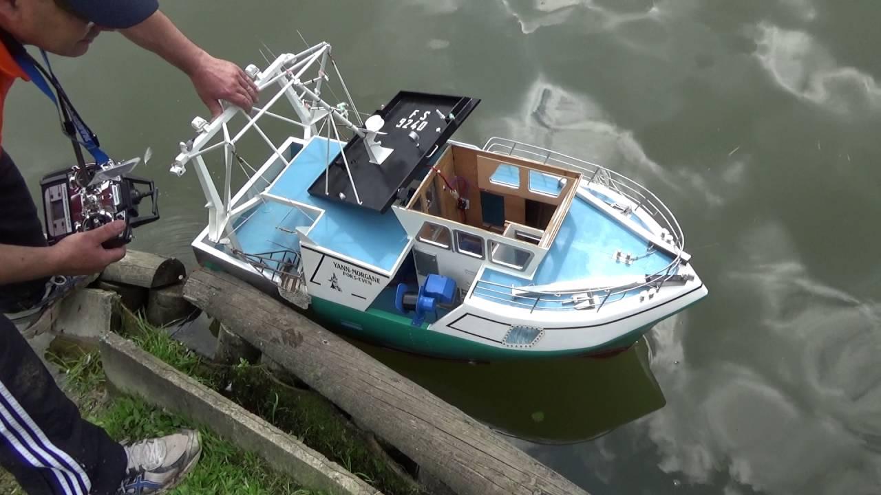 bateau de peche radiocommande electrique