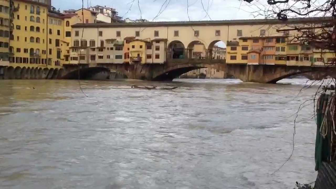 Piena dell 39 arno del 21 gennaio 2013 youtube for Gradini del ponte curvi