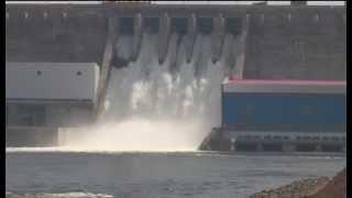 Испытания поверхностного водосброса Богучанской ГЭС
