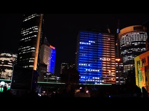 CNET News - City-wide light installation uses people power to paint the town