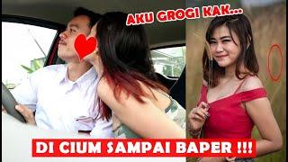 ANAK SMA JADI SUPIR TAXI ONLINE !!! MALAH DI CIUM CEWEK CANTIK BANGET !!!