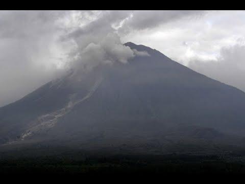 ثوران جديد لبركان في إندونيسيا  - نشر قبل 5 ساعة