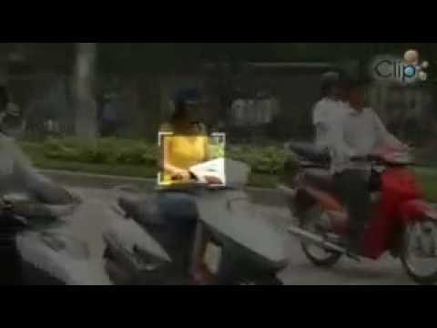 Dở khóc dở cười đi trên đường Hà Nội
