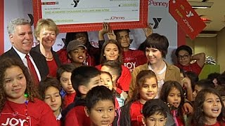 Carly Rae Jepsen brings holiday cheer to kids in need