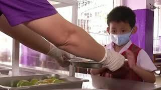 """适应疫情过后""""新常态"""" 泰国幼儿园为复课进行预演"""