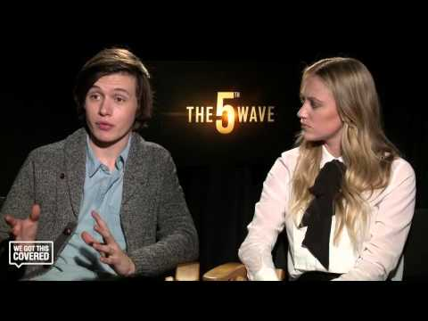 Exclusive Interview: Maika Monroe and Nick Robinson Talk The 5th Wave [HD]