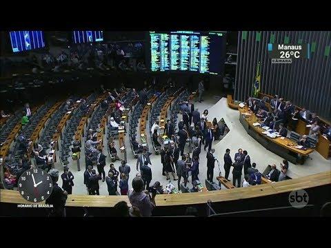 Denúncia contra Temer foi arquivada após mais de  12 horas de sessão | SBT Notícias (26/10/17)
