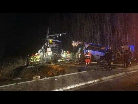 قتلى وجرحى جراء اصطدام حافلة مدرسية بقطار جنوب فرنسا  - نشر قبل 5 ساعة