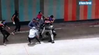 Violento choque entre manifestantes y policías en Venezuela