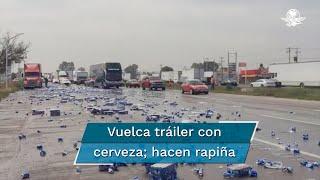 El incidente ocurrió a la altura de San Juan del Río y dejó miles de latas de cerveza tiradas sobre el asfalto