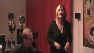 Смотреть клип песни: Frank Sinatra - Monique