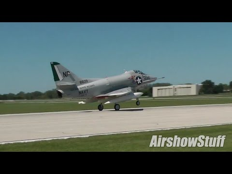 A-4 Skyhawk From The Runway - Wings Over Waukegan 2014
