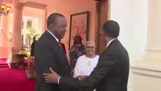Video HOW PRESIDENT UHURU WELCOMED RWANDA'S PRESIDENT PAUL KAGAME FOR HIS SWEARING IN CEREMONY download MP3, 3GP, MP4, WEBM, AVI, FLV September 2018