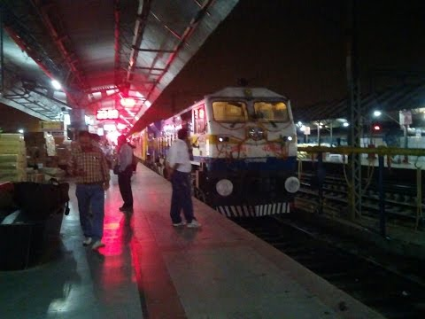 12584 Anand Vihar Terminal Lucknow Double Decker Arrives Lucknow Jn on its Inaugral Run !!!
