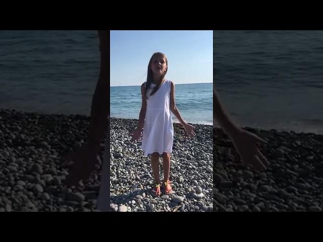Изображение предпросмотра прочтения – АнастасияВикулова читает произведение «Я пришёл к тебе с приветом» А.А.Фета