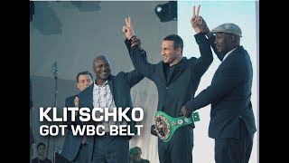 Wladimir Klitschko became the owner of the WBC belt. Владимир Кличко стал владельцем пояса WBC