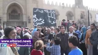العشرات يرفعن لافتات 'مع السلامة ماما نونا' أثناء جنازة كريمة مختار.. فيديو وصور