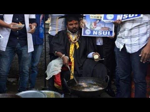 Students Wearing Degree Robes, Sell Pakodas Near PM Narendra Modi's Rally Venue