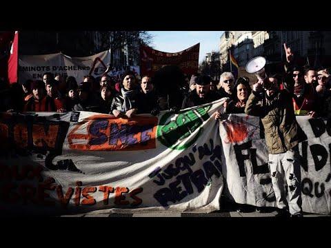 النقابات تتظاهر من جديد بفرنسا في خطوة لإعادة التعبئة قبل عرض قانون أنظمة التقاعد …  - 22:58-2020 / 1 / 16