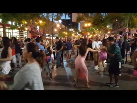 Salsa Dancing in Santa Monica 3th street - Losangeles CA