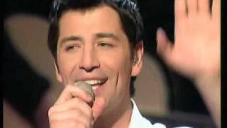 Sakis Rouvas - To Xrono Stamataw (LIVE) + lyrics