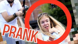 СТРАШНЫЙ ПАУК ПУГАЕТ ЛЮДЕЙ ПРАНК  / Реакция девушек / Розыгрыш насекомые