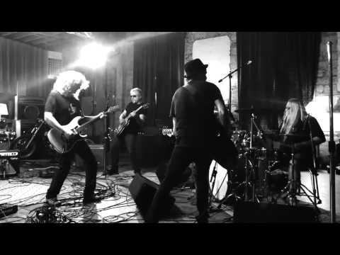 Coney Hatch - Blown Away (Official Video 2013 / Brand new album)