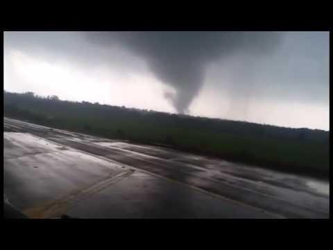 RAW VIDEO: Tornado forms in Eustace, Texas