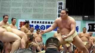2012年4月11日(日)、栃木・佐野巡業の模様です。 朝稽古では土俵に上が...