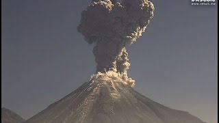 Gran explosión del Volcán de Colima 16 de abril 2015. Se forma un corazón......