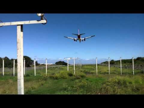 Qantas VH-OGS 767-300 Landing Overhead Sydney Int Airport