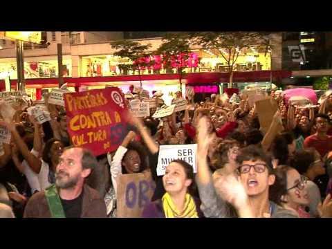Mulheres protestam contra violência sexual