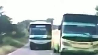Video Penumpang histeris, kecelakaan bus terekam kamera, ngerii sekali download MP3, 3GP, MP4, WEBM, AVI, FLV Oktober 2018