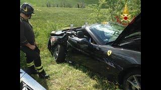Mille Miglia, scontro tra due Ferrari ferita una donna