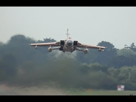 Tornado takes off from RAF Northolt - Low & Loud!