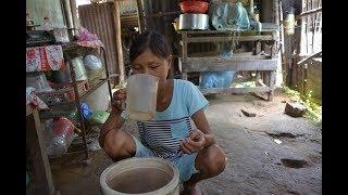 Cô gái ăn 5 lon gạo uống 10 lit nước mỗi bữa chỉ nặng 25kg