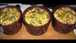 Жаркое из курицы или говядины в горшочках в духовке с грибами. Рецепт под видео.