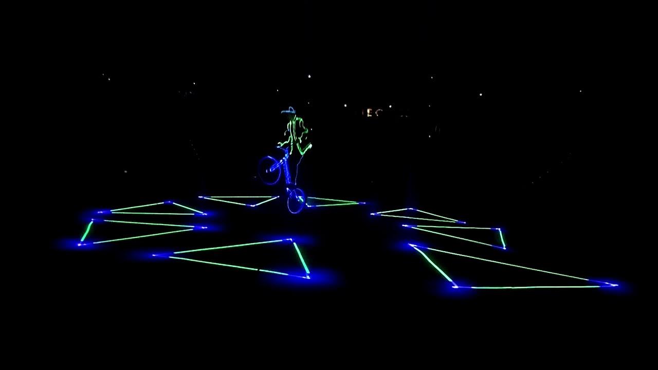 Extreme Light Un Des Numéros Du Cirque Arlette Gruss