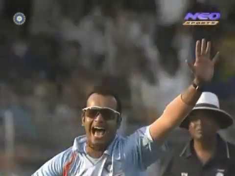 Murali Kartik 6-27 Vs Australia 7th ODI 2007 @ Mumbai