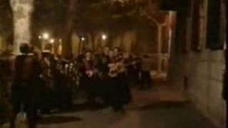 Las cintas de mi capa en pasacalles (Tuna de Derecho de Valladolid, 2004)