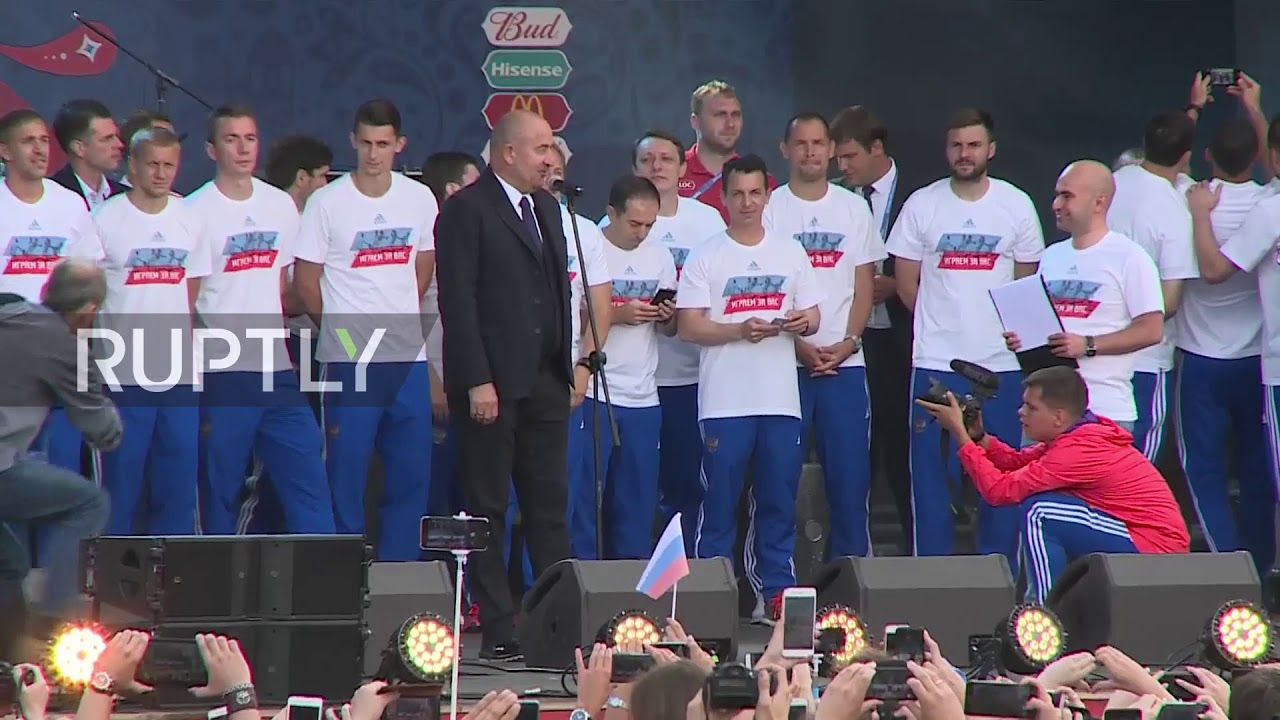 Russia: Thousands of fans give national football team heroic welcome in Moscow