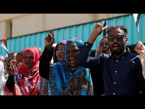 العسكر في السودان يدعون قادة الاحتجاجات إلى اجتماع والحراك يتوعد بمسيرة مليونية…  - نشر قبل 2 ساعة