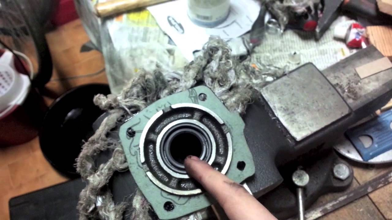 Fixing another oil leak on the Toyota AE86 Transmission