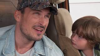 OTECKOVIA - Adam chce, aby deti bývali uňho v karavane