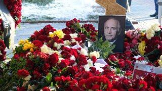 Могила Василия Ланового на Новодевичьем кладбище