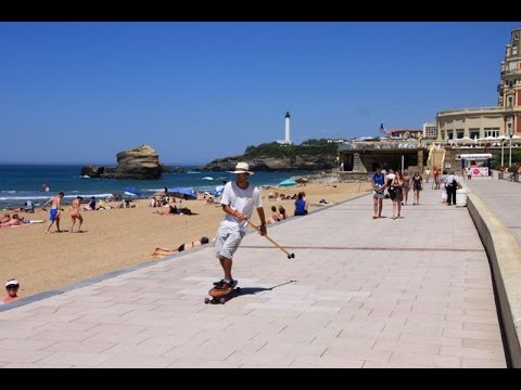 land paddling - Street Stand up paddling with long skate in Biarritz