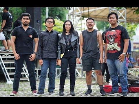 Solusi Band At KEDIRI ROCK COMPETITION (MEL Shandy - NYANYIAN JANJI , CB Band NYI RORO KIDUL)