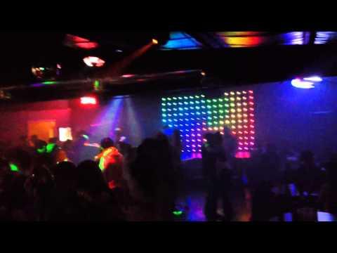El coyote disco dodge city ks chingon el baile fierro!!!