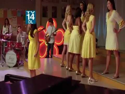 glee girls sing halo and walking on sunshine.flv